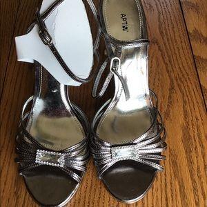 New Apt 9 Silver Strappy Sandals - 8 1/2 M